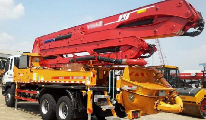 Menyewakan Concrete Pump Long Boom