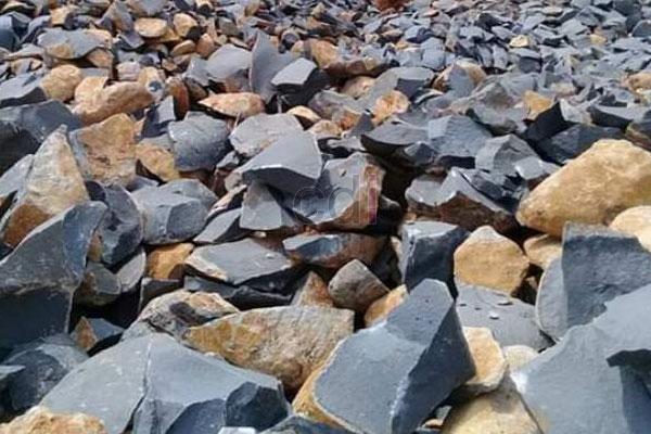 Batu pondasi belah atau batu kali pantek